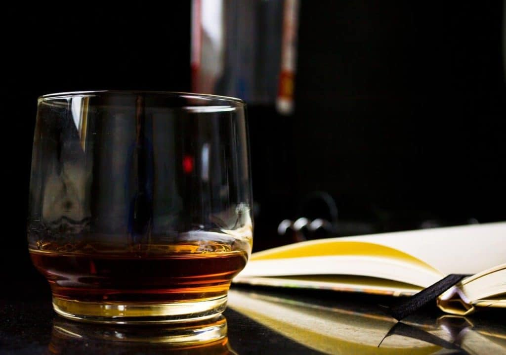 What Should You Look For In A Whiskey Glass (Size And Shape)